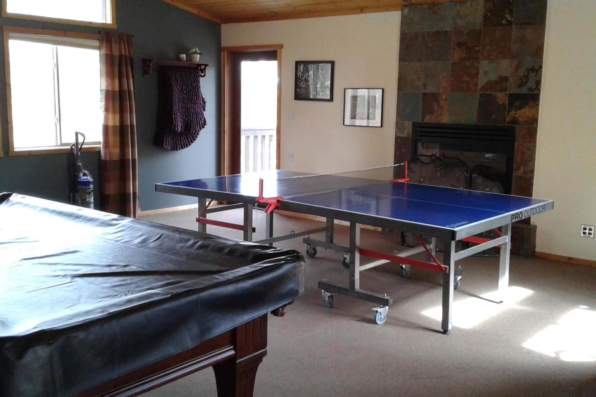 Pool table and table tennis in the Knickerbocker Mansion Recreation room